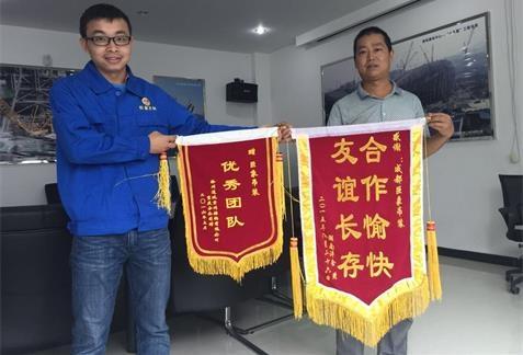 湖南客户赠送巨象公司锦旗
